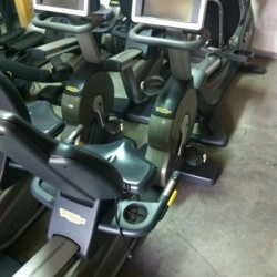 Technogym Excite 700 Tv lezeci bicikl